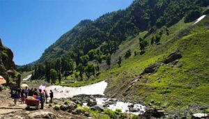 pahalgam by tempo traveller