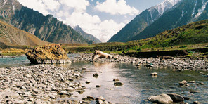 sonmarg by tempo traveller