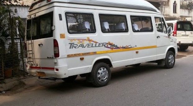 Delhi to Mathura in Uttar Pradesh by tempo traveller