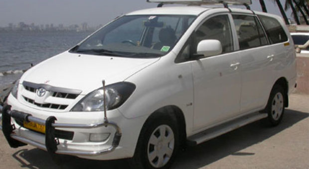 Delhi to Meerut by Innova