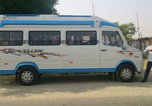 9 seater Tempo Traveller Package for Manali